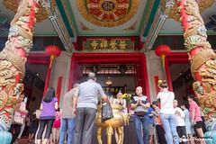 IMG_7825 (ydnA uaL) Tags: temple bright hill pray praying