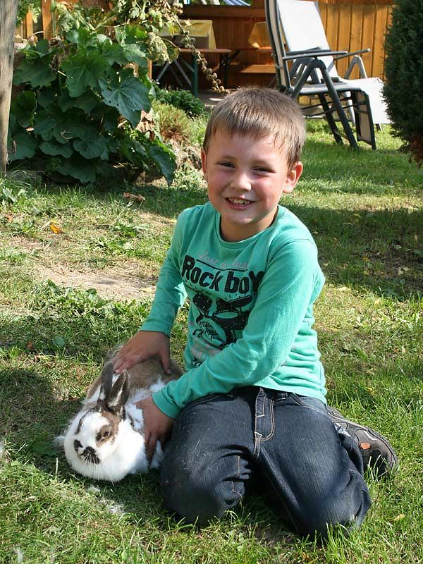 Noudlsberger Hof - Junge mit Hase