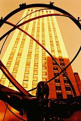 segura o mundão (Marco Gomes) Tags: nyc usa ny newyork analog iso100 us xpro nikon velvia f2 expired nikonf2 fujivelvia analogfilm iso100400