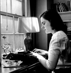 Nina Leen. Author Mary McCarthy sitting at her desk writing on Remington manual typewriter. 1944. (Guillaume Cingal) Tags: mary picnik marymccarthy tinan tinan130