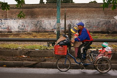 odisea (todalacosa) Tags: street urban bicycle calle bicicleta nios urbana pedalear todalacosa martinbertolami