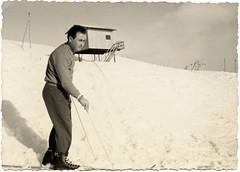 Ascoli com'era: Forca Canapine, Emidio si esibisce sugli sci (∼1958) (Orarossa) Tags: italy italia marche sci sciare ascolipiceno forcacanapine ascolicomera ∼1958 0720021