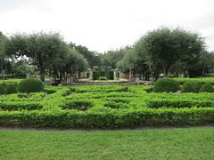 Vizcaya Gardens (#0846) (Kordian) Tags: usa florida miami south northamerica fl gps vizcayagardens mp6 tripsvacations canonpowershots100 201112 vazcayagardens