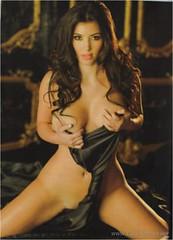 Kim Kardashian nue et sexy