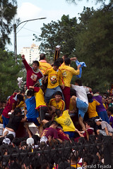 Black Nazarene 2012: Towel (Gerald Tejada) Tags: black philippines january 9 na manila ng pista nazareno 2012 quiapo nazarene itim