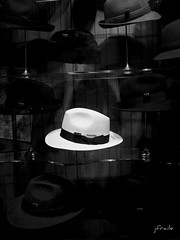 Borsalino panam (jfraile (OFF/ON slowly)) Tags: barcelona sombrero panama escaparate borsalino carrerdelcall mygearandme goldenawardlostcontperdidos
