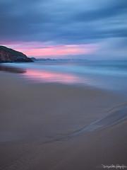 De Rosas y Azules va la cosa (diegogm.es) Tags: atardecer luces asturias playa olympus puestadesol rosas rocas carreo azules cantabrico xivares e520 horaazul