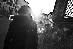 [Vita di provincia] (Luca Napoli [lucanapoli.altervista.org]) Tags: street smoke cigarettes sole biancoenero controluce fumo moncalvo vitadiprovincia nx100 lucanapoli samsungnx100