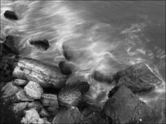 L'hora perfecta ( alfanhuí) Tags: sea blackandwhite blancoynegro water mar rocks exposure silk seda notripod benidorm exposición sedas sedes
