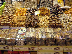(manu/manuela) Tags: colors turkey istanbul turquie spices colored spicy bazaar bazar pices parfums marchcouvert misircarsisi msrars caravansrail bazargyptien misirarsi misirarisi coveredmarked bazarauxpices