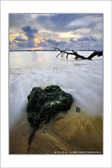 Wave with green rock..Pantai TNB (Faizal Jasri) Tags: sunset wave johor cpl tnb pasirgudang nd8 nikond90