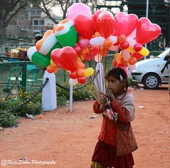 Balloon Girl (RajivSinha Photography) Tags: indiagate balloongirl rajivsinhaphotography
