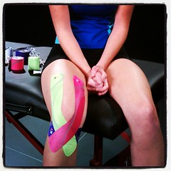 FullKneeSupport (Recover Faster, Play Harder) Tags: pink green closeup logo pain model support media purple photoshoot tape pro behindthescenes synthetic kt kinesiology wavedesign kttape fullkneesupportapp
