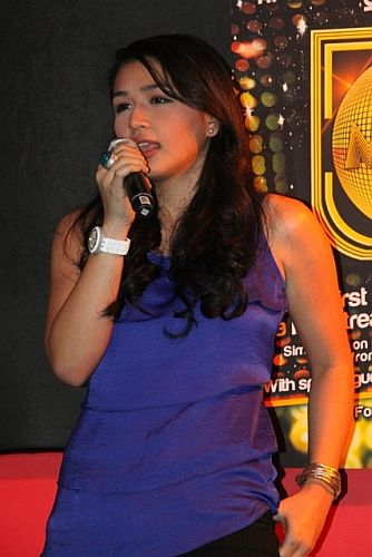 Nominee Xia Quizon performs during MMA 2012 announcement of nominees (Photo by Allan Sancon)