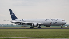 Delta Airlines (Skyteam) Boeing 767-400 N844MH (robdsn) Tags: boeing schipol ams b767 deltaairlines skyteam polderbaan