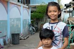 pretty girl with neighbor boy (the foreign photographer - ) Tags: boy girl portraits thailand nikon pretty child bangkok neighbor khlong bangkhen thanon d3200