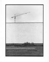 Mai-Himmel (georgsfoto) Tags: sky blackandwhite bw monochrome mediumformat crane himmel rodinal rodinal150 kran rostock heimat shotonfilm fujineopan400 printedon mittelformat 6x8 schwarzweis fujigw680iii developedin adoxmcp310
