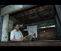 The reader! (colored shadows) Tags: street newspaper reader kerala stranger cochin kochi 1635 canon1635f28l fortkochi coloredshadows jewstreet canon40d christinmathew