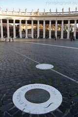 "piazza San Pietro, centro del Colonnato • <a style=""font-size:0.8em;"" href=""http://www.flickr.com/photos/89679026@N00/6478151365/"" target=""_blank"">View on Flickr</a>"