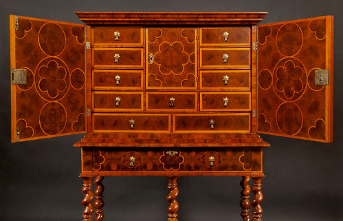 Fine Furniture - On The Curator's Eye (www.CuratorsEye.com) - Antiques Online Italian Furniture Wellenschrank Queen Anne Furniture