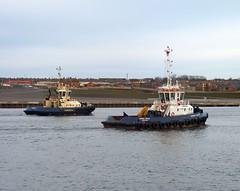 Osprey Boxer + Svitzer Sun Tyne 201211 (silvermop) Tags: sea port river boat ship ships tyne tugboat tug blyth