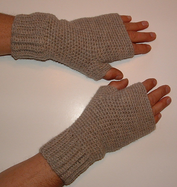 Ravelry Simple Mens Crocheted Fingerless Gloves Pattern By Cindy