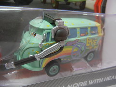 DISNEY CARS 2 KMART EXCLUSIVE CREW CHIEF 2 PACK FILLMORE WITH HEADPHONES (2) (jadafiend) Tags: scale kids toys model disney puzzle pixar remotecontrol collectors adults variation francesco launcher cars2 crewchief lightningmcqueen lewishamilton targetexclusive kmartexclusive collectandconnect raoulcaroule jeffgorvette johnlassetire carlomaserati piniontanaka carlavelosocrewchief mcqueenalive denisebeam meldorado pitcrewfillmore francescoscrewchief