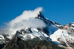 Clouds Hanging around Mount Biddle in Yoho National Park (Lee Rentz) Tags: sky mountain snow canada nature weather clouds snowy britishcolumbia air peak northamerica mountainside yoho freshsnow lakeohara canadianrockies yohonationalpark mountbiddle eastopabintrail