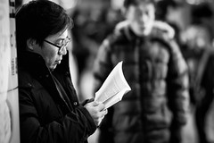 (Xingjian) Tags: canon reading seoul 7d southkorea samyang85mm14 polar85mm14