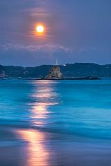 Sparkle of Orange (full moon) (-TommyTsutsui- [nextBlessing]) Tags: blue winter light sea sky orange moon seascape beach nature rock japan landscape nikon tide scenic wave shore      izu shimoda     nikkor70300  onsalegettyimages