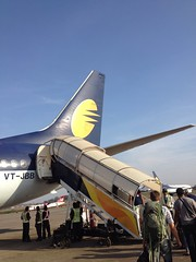Jet Airways' VT-JBB: Boeing 737-800 (teemus) Tags: airplane airport aviation goa boeing 737 planespotting 737800 9w goi jetairways  vtjbb 7378hx goiblr goiblr