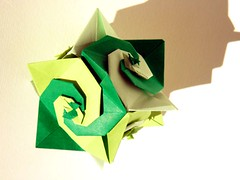 Turban Shell Cube, Toshikazu Kawasaki (Aneta_a) Tags: green spiral origami cube kawasaki origmai modularorigami kusudama toshikazukawasaki octahedralsymmetry