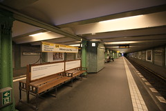 U-Bahnhof (U4) Viktoria-Luise-Platz (Pascal Volk) Tags: berlin schneberg underground subway metro platform bahnhof wideangle railwaystation ubahn wa ww subwaystation 16mm ubahnstation metrostation ubhf superwideangle undergroundrailway sww bvg uwa weitwinkel swa rapidtransit vbb ultrawideangle metrosystem uww viktorialuiseplatz untergrundbahn ubf ubahnhaltestelle berlinubahn ultraweitwinkel superweitwinkel berlinerverkehrsbetriebe canonef1635mmf4lisusm canoneos6d berlintempelhofschneberg uhst