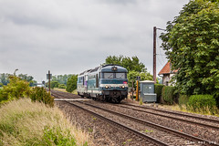 2 lonely engines (VTZK) Tags: railroad france green clouds train spring track crossing diesel cloudy engine rail zug locomotive trein picardie sncf 67400 puzeaux