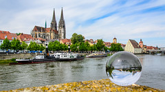 Dom // Mit der Kugel durch Regensburg (seyf\ART) Tags: town ships stadt refraction steamboat regensburg ratisbon crystalball glaskugel
