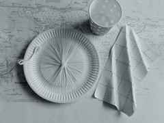 Enjoy your lunch! (Landanna) Tags: bw white black embroidery zwart wit sort hvid paperwork zw borduren papernapkin broderi embroideryonpaper bordurenoppapier broderippapir broderippaptallerken embroideryonapaperplate bordurenopeenpapierenbordje papierenservet