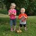 Kinder mit Äpfeln