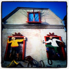 joyful drinkers (mdanys) Tags: old house streetart art wall lithuania murial lietuva danys kedainiai mdanys
