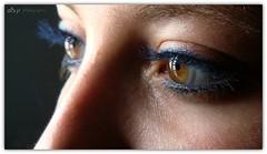 La Mirada de Almudena (Almudena's eyes) (Alberto Jiménez Rey) Tags: blue brown macro azul eyes almudena alberto ojos rey miel mirada marron almu concentracion jimenez albjr albertojr albjr7