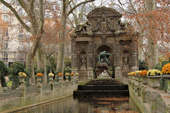 La fontaine Mdicis - Paris (France) (Meteorry) Tags: park autumn sculpture paris france fall fountain statue automne garden europe december jardin fontaine parc jardinduluxembourg polyphemus galatea henriiv 2011 meteorry lafontainemdicis medicifountain jeanchalgrin augusteottin francescobordoni