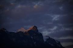 The Mountain And The Light (AincaArt) Tags: sunset cloud mountain berg schweiz switzerland sonnenuntergang sundown wolke thunersee eveninglight berneroberland berneseoberland abendlicht lakethun mungga nikond7000 themountainandthelight aincaart