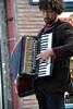 Musicien, accordéoniste (lyli12) Tags: france nikon piano instrument toulouse rue musicien accordéon accordéoniste chromatique