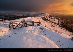 Two Valleys One Ridge [Explored] (H4RSX) Tags: snow dawn derbyshire peakdistrict penines edale mamtor hillfort kinderscout backtor loosehill kindersouthernedge 5dmkii carlzeissdistagon21mm