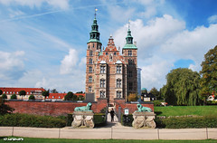 Rosenborg Castle (+1) (JdJ Photography (Aardewerk)) Tags: trees windows sky sun sunlight castle clouds copenhagen denmark bomen europa europe downtown day afternoon bright centre wolken sunny ramen daytime innercity slot lucht dag scandinavia danmark helder kopenhagen centrum zon renaissance kbenhavn denemarken kasteel zonlicht middag castlegarden sjlland amagerbro zonnig binnenstad kongenshave kasteeltuin rosenborgslot scandinavi overdag zomerhuis dutchrenaissance resundregion resundsregionen countrysummerhouse