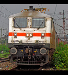 Howrah Rajdhani express (Raj Kumar (The Rail Enthusiast)) Tags: new canon delhi indian express railways kolkata raj kumar howrah dhanbad rajdhani 30297 wap7 sx30is