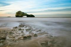La roca (La ventana de Alvaro) Tags: mar ar biarritz roca aquitania afiiae