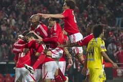 Benfica Celebrating - Benfica vs Gil Vicente (warrenjrp) Tags: luz price canon de eos 22 goal janeiro d 5 7 iso celebration estadio da 7d warren 16 28 vicente gil rodrigo 19 zon benfica jornada 44 slb 2012 golo sagres celebracao liga hih 16 garay luisao witsel warrenprice 20112012 warrenjrp