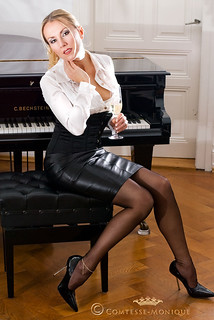 Comtesse-Monique_black leather pencil skirt, corset, satin blouse and seamed stockings (4)