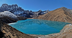 Gokyo lake (Florent Chevalier) Tags: voyage trip travel nepal mountain canon landscape geotagged asia asie himalaya paysage khumbu himalayas himalaia  summits  himalaja sommets   solokhumbu    himalaje    himalja    himalaji himlaj