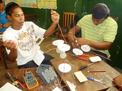 Education for Success Short Vocational Courses 2012: Domestic Electricity 6 (FADCANIC) Tags: nicaragua williamscollege lagunadeperlas saih unanleón fadcanic pearllagoonacademyofexcellence indigenousandafrodescendents